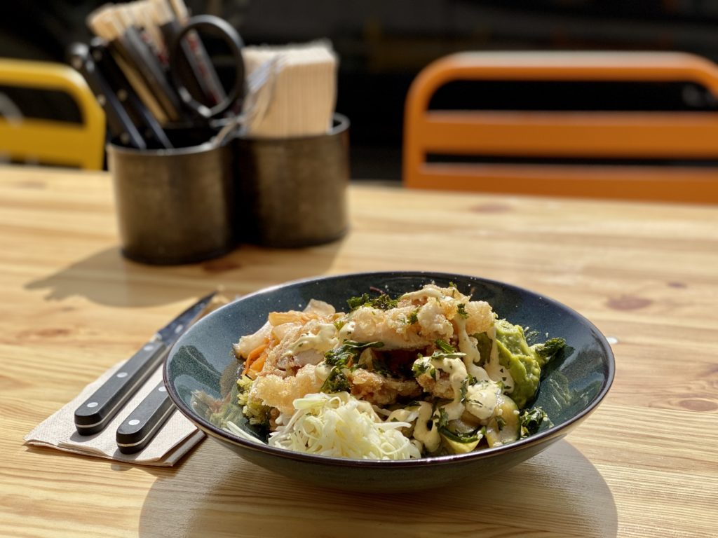 Claro! Street food chicken bowl